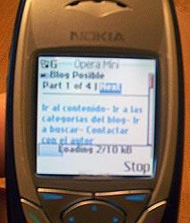 Teléfono con Opera Mini navegando en Blog Posible